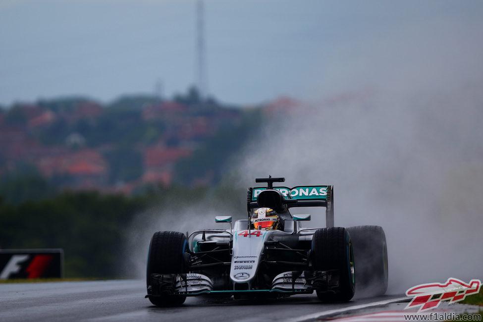 Lewis Hamilton afronta la carrera desde la segunda plaza