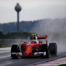 Kimi Räikkönen cayó en la Q2 en Hungría