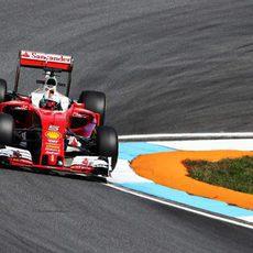 Sebastian Vettel se quedó cerca de los Mercedes
