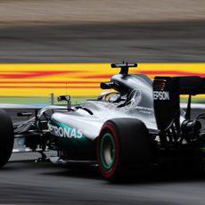 Lewis Hamilton no pudo con Rosberg el viernes
