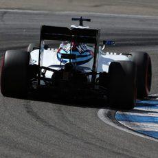 Felipe Massa avanza con su Williams en Alemania