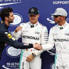 Saludos postclasificación entre Rosberg, Hamilton y Ricciardo