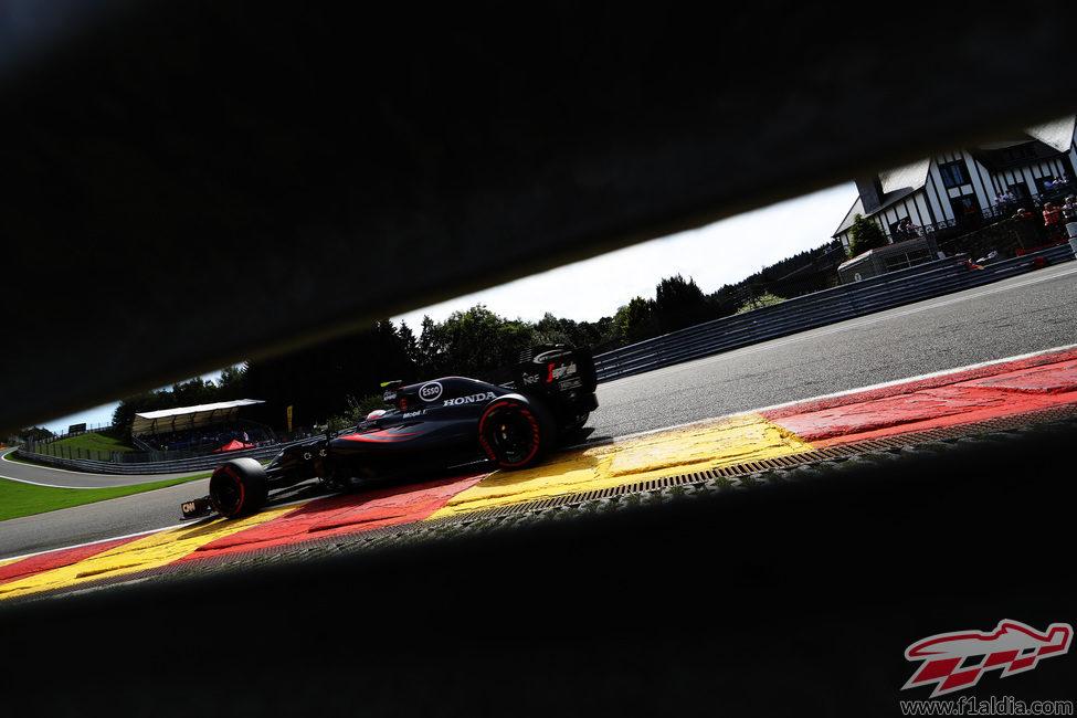 Jenson Button encara una vuelta en Spa