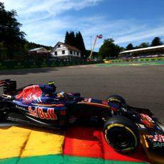 Dura jornada inicial para Carlos Sainz en Bélgica