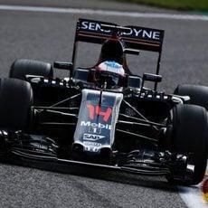 Muchos cambios en el motor del coche de Fernando Alonso