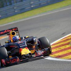 Daniel Ricciardo se muestra fuerte en su arranque en Spa