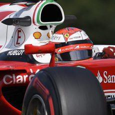 Kimi Räikkönen rueda durante los Libres 2 del GP de Bélgica 2016