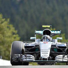 Nico Rosberg busca el ritmo en Bélgica