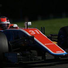 Esteban Ocon prueba los Pirelli experimentales