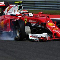 Kimi Räikkönen y su pinchazo en la primera curva