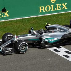 Nico Rosberg cruza la meta victorioso