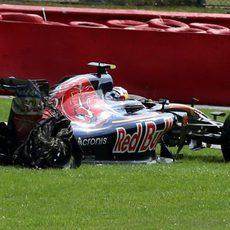 Carlos Sainz se queda fuera de carrera por un pinchazo
