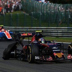 Momento del pinchazo de Carlos Sainz en Spa
