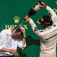 Lewis Hamilton celebra su tercer puesto en Spa