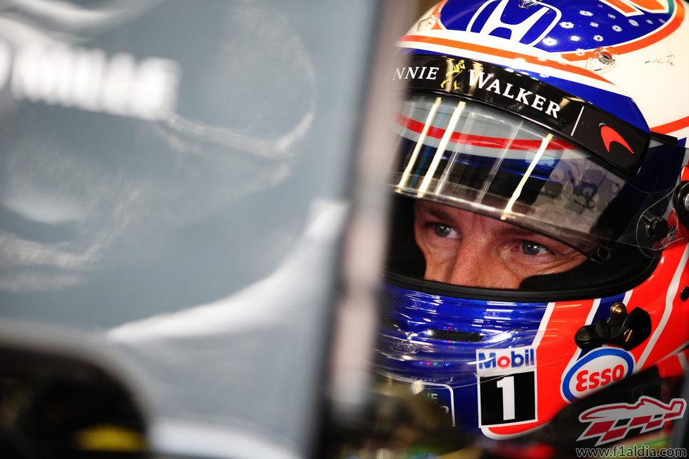Jenson Button concentrado en su MP4-31