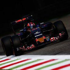 Daniil Kvyat sufre con las largas rectas del trazado de Monza