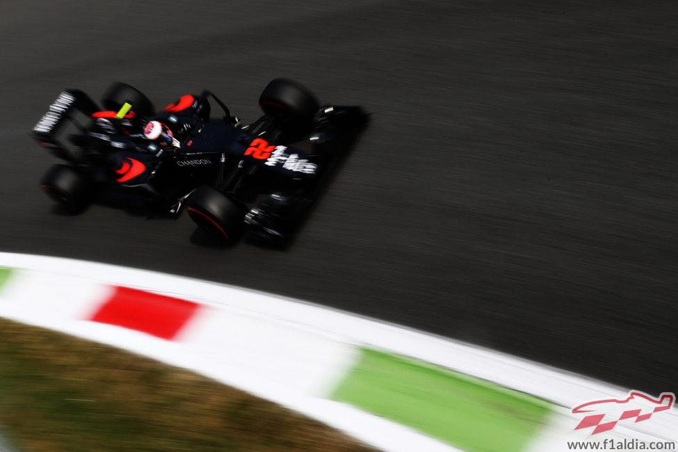 Jenson Button rueda en la Parabolica