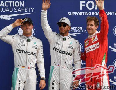 Lewis Hamilton, Nico Rosberg y Sebastian Vettel saludan en Monza