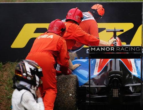 Los comisarios retiran el coche de Pascal Wehrlein