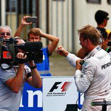 Euforia de Nico Rosberg frente a las cámaras