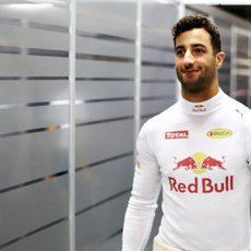 Sonrisa de Daniel Ricciardo antes de afrontar los libres