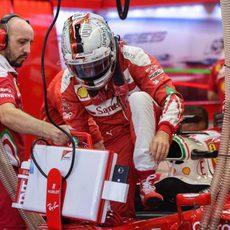 Sebastian Vettel se sube al Ferrari