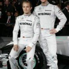 Schumacher y Rosberg posan juntos
