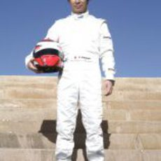 Kamui Kobayashi todo de blanco