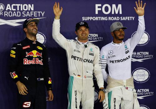 Rosberg, Ricciardo y Hamilton saludan en Marina Bay