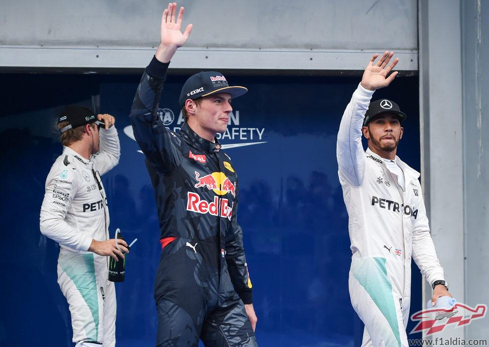 Hamilton, Rosberg y Verstappen vuelan en Sepang