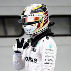 Alegría de Lewis Hamilton al conseguir la pole