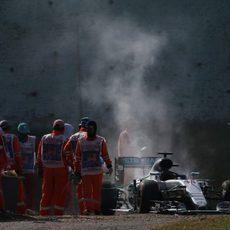Lewis Hamilton abandona en Sepang por rotura de motor