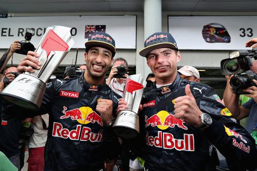 Sonrisa de Max Verstappen y Daniel Ricciardo en Sepang