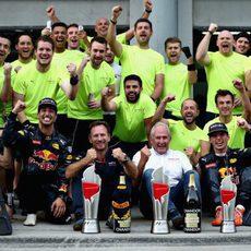Más celebraciones del equipo Red Bull en Sepang