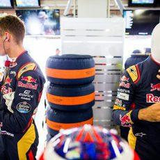 Daniil Kvyat y Carlos Sainz se preparan para los libres