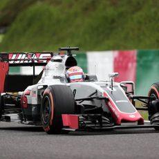 Romain Grosjean prueba el neumático duro