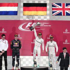 Rosberg, Verstappen y Hamilton en el podio de Japón