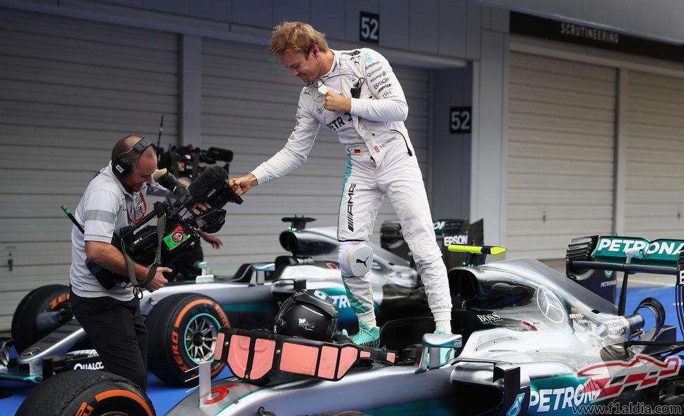 Nico Rosberg triunfa en Suzuka