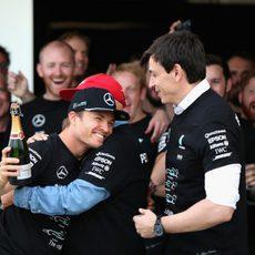 Mercedes celebra su título mundial en Suzuka (VIII)