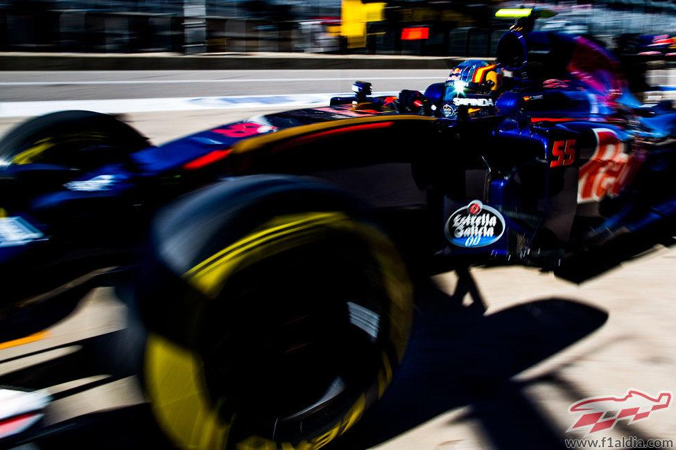 Carlos Sainz vuelve al box de Toro Rosso