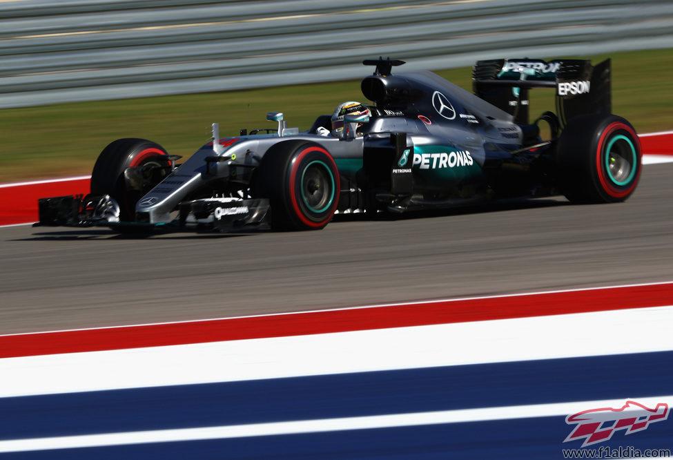 Prueba con el superblando para Lewis Hamilton