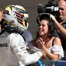 Lewis Hamilton celebra la pole en Austin con Mercedes