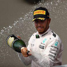 Celebración de Lewis Hamilton en el podio de Austin