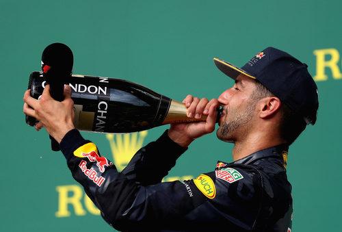 Rico champán para Daniel Ricciardo