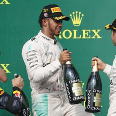 Brindis en el podio entre Hamilton, Rosberg y Ricciardo