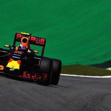 Max Verstappen rueda con el neumático blando