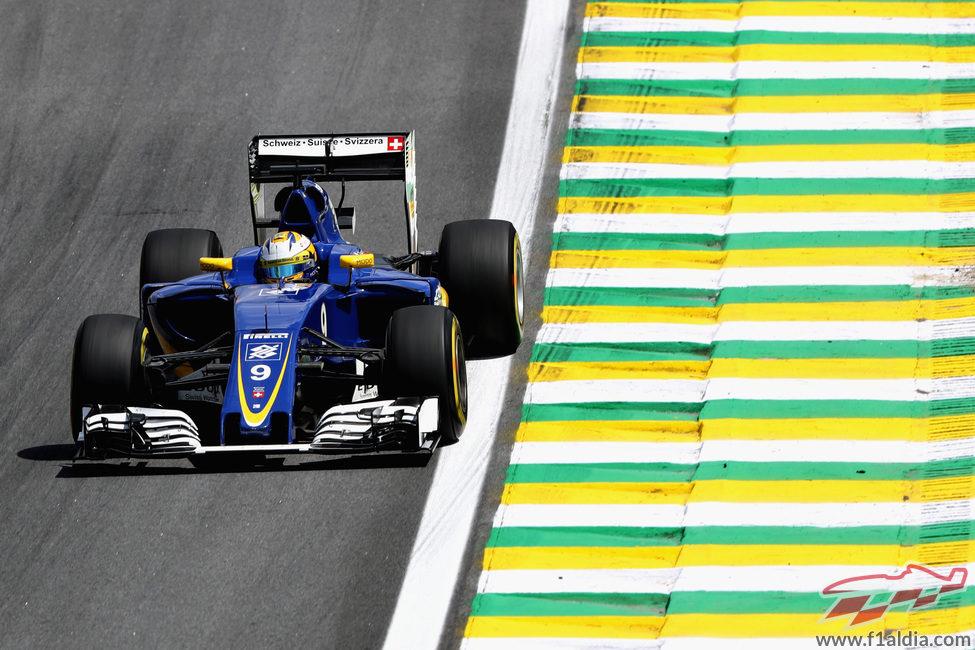 Marcus Ericsson explora los límites de la pista