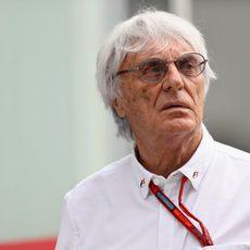 Bernie Ecclestone atento en el GP de Brasil 2016