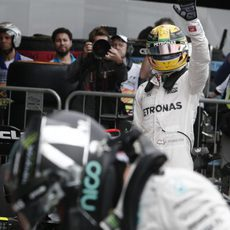 Saludos de Lewis Hamilton a los fans en Interlagos
