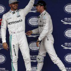Lewis Hamilton busca la victoria en Brasil frente a su compañero